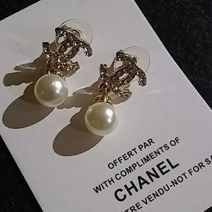 Jewelry - Crystal & Pearl Dainty VIP Pierced Earrings